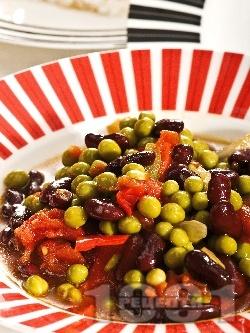 Яхния от черен боб със зелен грах - снимка на рецептата